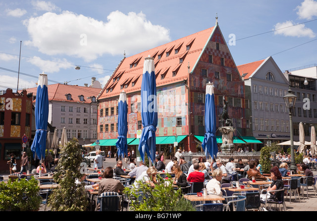 busy street cafe stockfotos busy street cafe bilder alamy. Black Bedroom Furniture Sets. Home Design Ideas