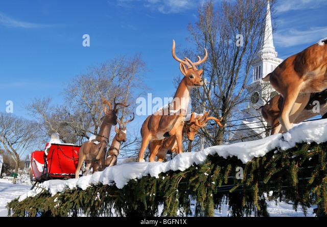sleigh reindeer snow stockfotos sleigh reindeer snow. Black Bedroom Furniture Sets. Home Design Ideas