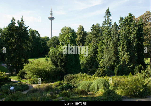 fernmeldeturm stockfotos fernmeldeturm bilder alamy. Black Bedroom Furniture Sets. Home Design Ideas