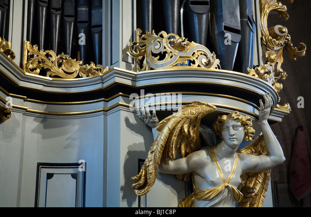 Expressive Vitrine An Der Marienkirche: Baroque Angels Stockfotos & Baroque Angels Bilder