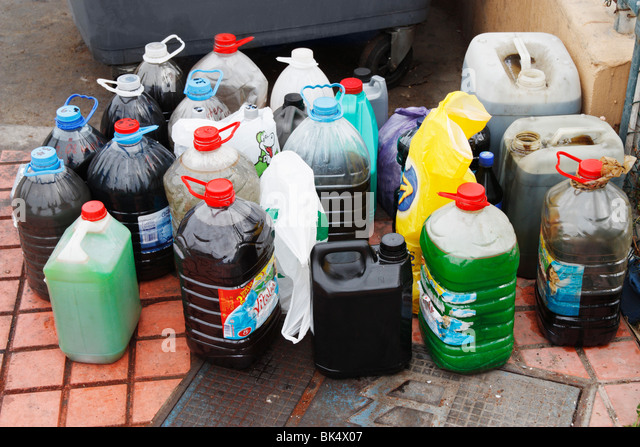Oil recycling stockfotos oil recycling bilder alamy for Recycle motor oil containers