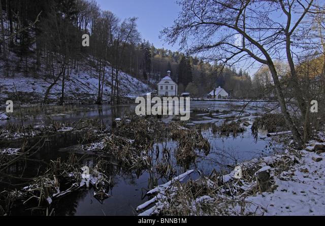 Trippstadt stockfotos trippstadt bilder alamy for Teich winter