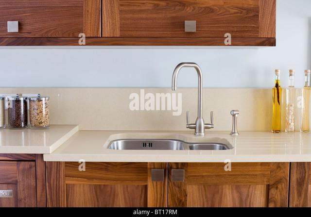 Entzuckend Chrom Mischer Tippen Und Unter Set Edelstahl Waschbecken In Modernen Küche  Mit Corian Arbeitsplatten Auf