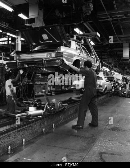 Montageband Bei Ford Motor Company 1976 Hoflichkeit CSU Archive Everett Collection Stockbild