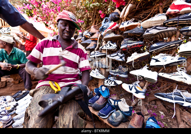 recycling shoes stockfotos recycling shoes bilder seite 3 alamy. Black Bedroom Furniture Sets. Home Design Ideas