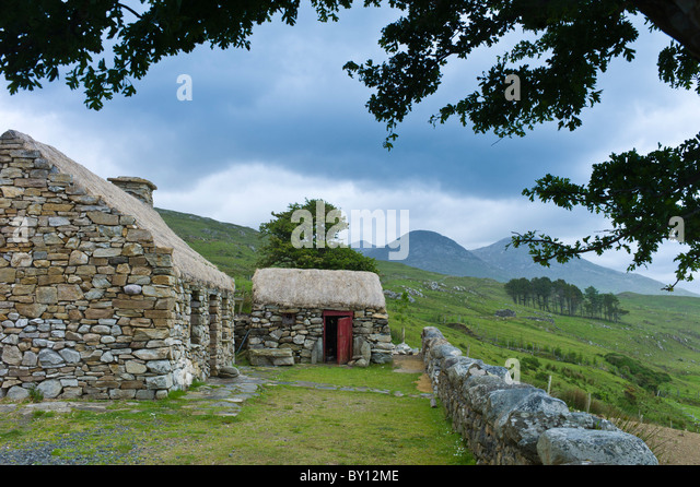 irish cottage fireplace stockfotos irish cottage fireplace bilder alamy. Black Bedroom Furniture Sets. Home Design Ideas