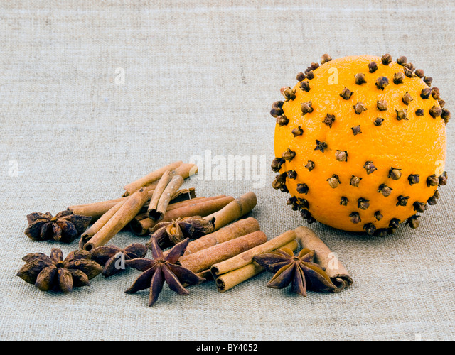 orange cloves stockfotos orange cloves bilder alamy. Black Bedroom Furniture Sets. Home Design Ideas