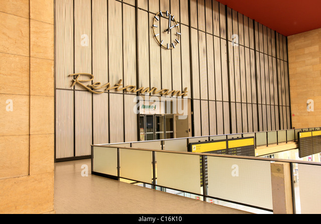 tempelhof airport in berlin stockfotos tempelhof airport in berlin bilder alamy. Black Bedroom Furniture Sets. Home Design Ideas