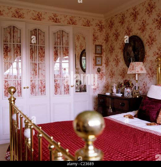 Wohnung Wohnzimmer Dekoration Ideen Auf Ein Budget: Rote Tapete. Perfect Dekoideen Wohnzimmer Grau Tolle