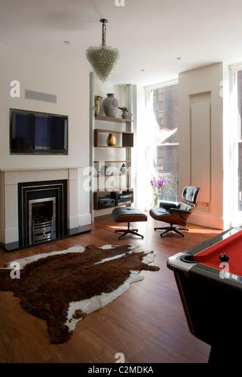Wohnzimmer Mit Kuh Fell Teppich Und Eames Stuhl. Stockbild