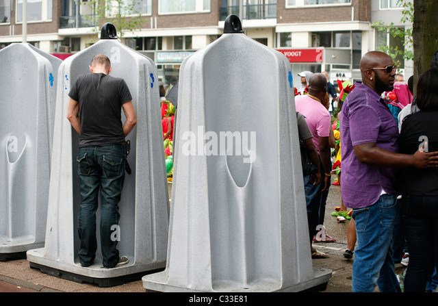 Urinating In Public Stockfotos Und Urinating In Public Stockbilder ... Offentliche Toilette Park Landschaft