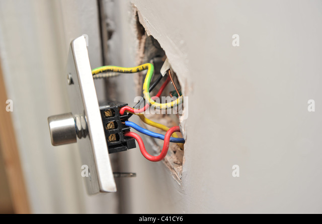 live wire danger stockfotos live wire danger bilder alamy. Black Bedroom Furniture Sets. Home Design Ideas