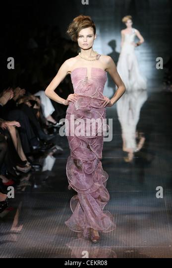 Runway Gown Fashion Paris Stockfotos & Runway Gown Fashion ...