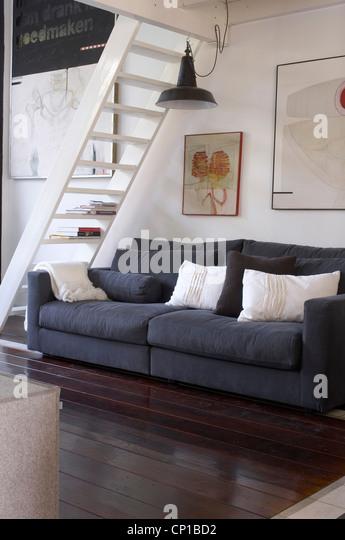 Grauen Sofa Unter Leiter Zum Zwischengeschoss Im Cindy Su0027Graveland,  Hilversum, Holland.