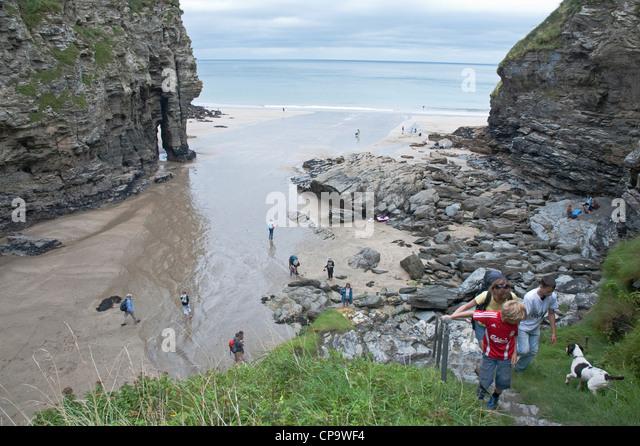 Klettersteig Uk : Menschen sie klettersteig aus bossiney haven und der strand