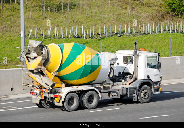 concrete delivery lorry stockfotos concrete delivery lorry bilder alamy. Black Bedroom Furniture Sets. Home Design Ideas