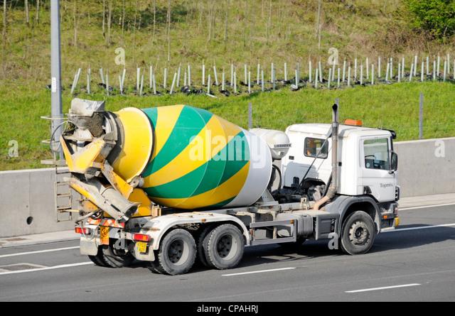 concrete delivery lorry stockfotos concrete delivery lorry bilder alamy. Black Bedroom Furniture Sets. Home Design Ideas