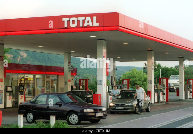 price board petrol station in stockfotos price board petrol station in bilder alamy. Black Bedroom Furniture Sets. Home Design Ideas