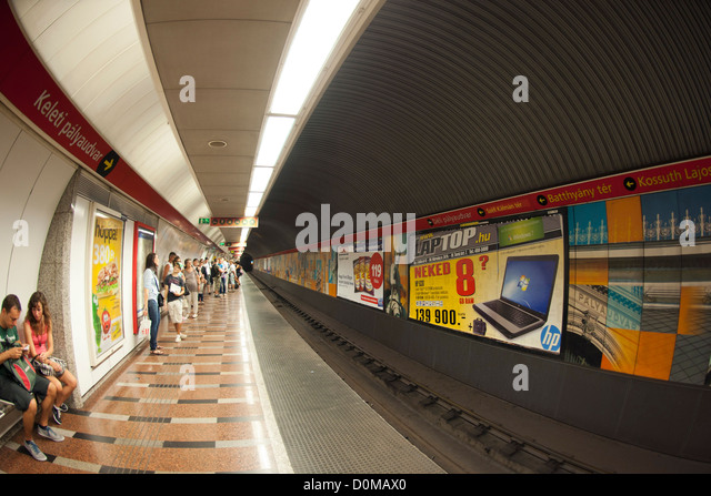 budapest metro oldest stockfotos budapest metro oldest bilder alamy. Black Bedroom Furniture Sets. Home Design Ideas