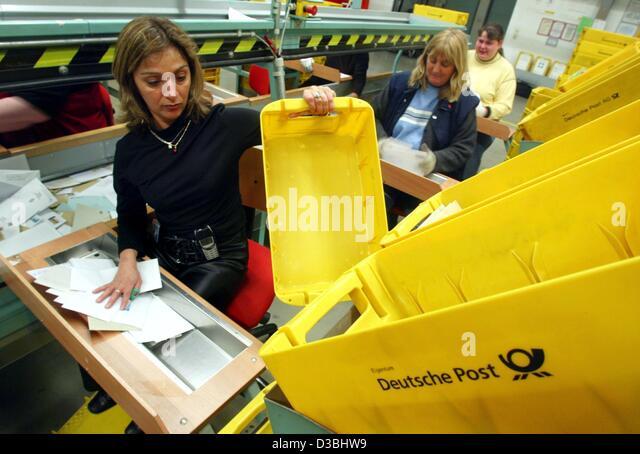 yellow deutsche post stockfotos yellow deutsche post. Black Bedroom Furniture Sets. Home Design Ideas