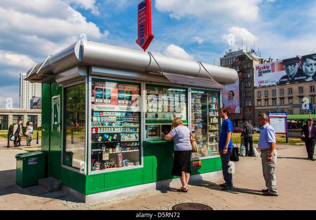 Magazine kiosk stockfotos magazine kiosk bilder alamy for An und verkauf von mobeln