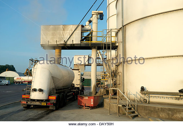 cement silo stockfotos cement silo bilder alamy. Black Bedroom Furniture Sets. Home Design Ideas