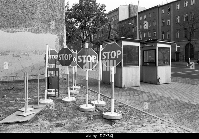 Old deutsche demokratische republik border stockfotos for Stempel berlin mitte
