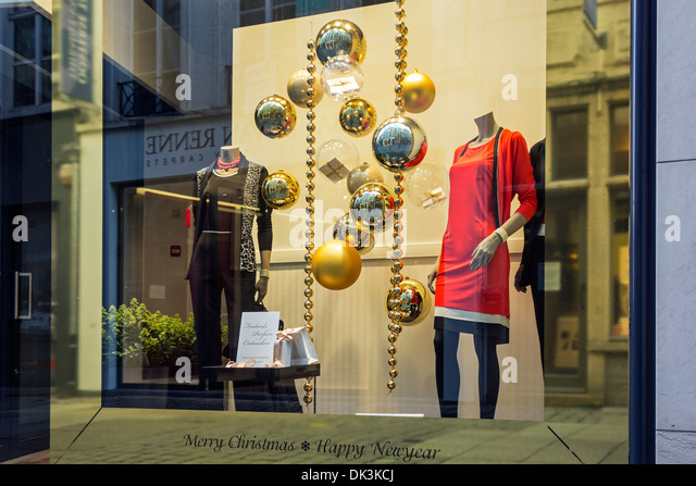 christmas window display uk stockfotos christmas window. Black Bedroom Furniture Sets. Home Design Ideas