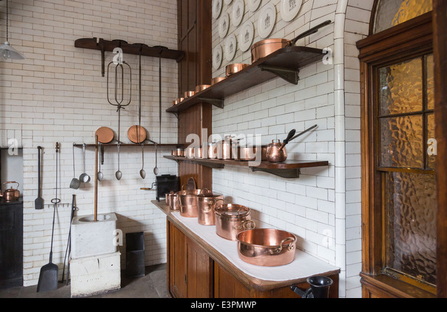 copper pots stockfotos copper pots bilder seite 2 alamy. Black Bedroom Furniture Sets. Home Design Ideas