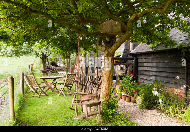 birdhouse in the country stockfotos birdhouse in the country bilder alamy. Black Bedroom Furniture Sets. Home Design Ideas