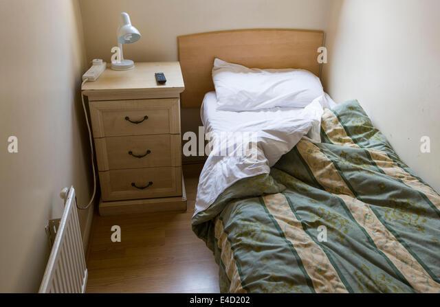 cramped bedroom stockfotos & cramped bedroom bilder - alamy