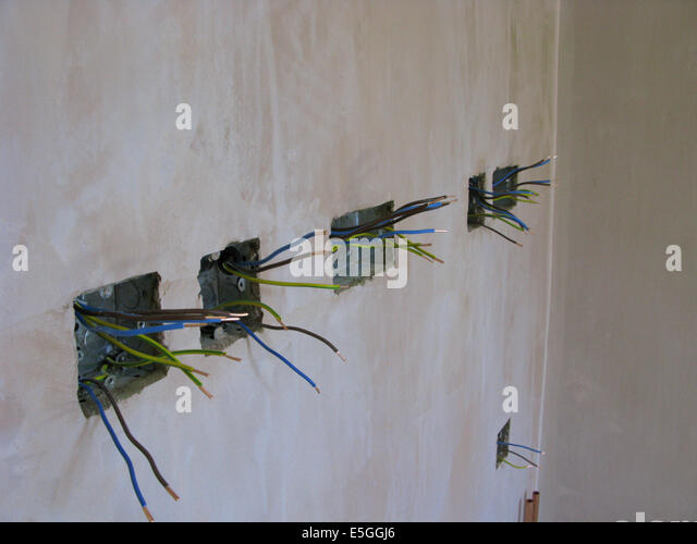 dangerous electrical wiring stockfotos dangerous electrical wiring bilder alamy. Black Bedroom Furniture Sets. Home Design Ideas