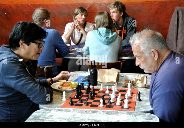 Manner im cafe kennenlernen Hermannsburger Männercafé : Verschiedene Kulturen kennenlernen