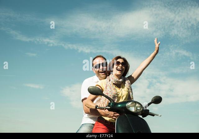 Couple Vespa Stockfotos Couple Vespa Bilder Alamy