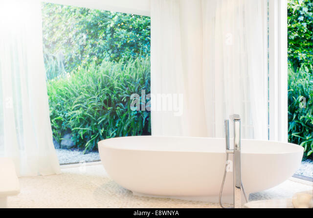 shower curtain stockfotos shower curtain bilder alamy. Black Bedroom Furniture Sets. Home Design Ideas