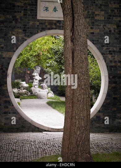circular moon gate stockfotos circular moon gate bilder alamy. Black Bedroom Furniture Sets. Home Design Ideas