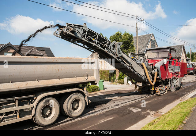 asphalt paving machine stockfotos asphalt paving machine bilder alamy. Black Bedroom Furniture Sets. Home Design Ideas