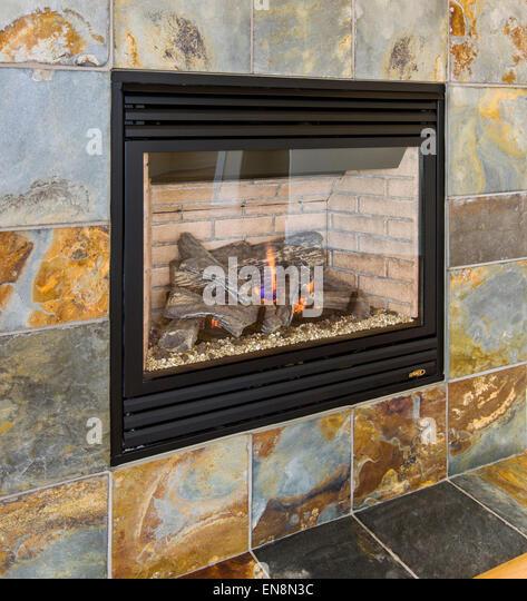 schiefer surround gas kamin im wohnzimmer eine craftsman stil wohnheim in colorado - Steinplatte Kamin Surround