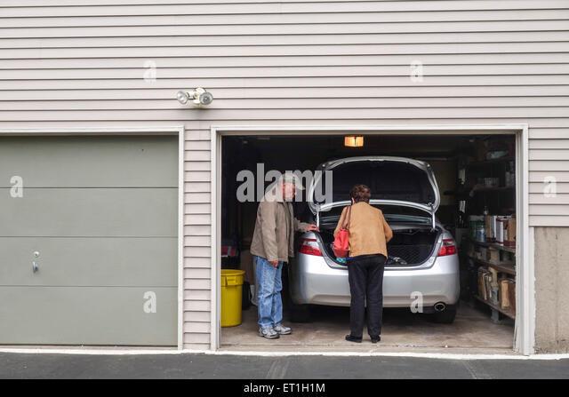 Parking garage car door stockfotos parking garage car for Garage nicol auto agen