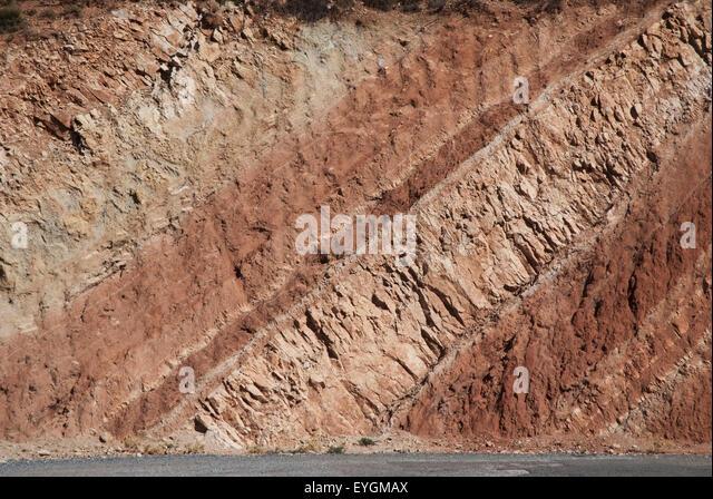 Geology rock cross section mountain stockfotos geology for Boden zusammensetzung