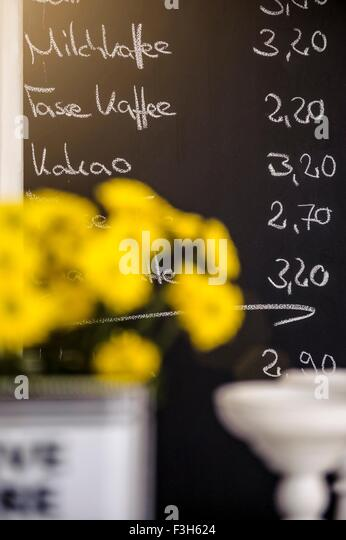 Blackboard cafe coffee stockfotos blackboard cafe coffee for Gelbe tafel