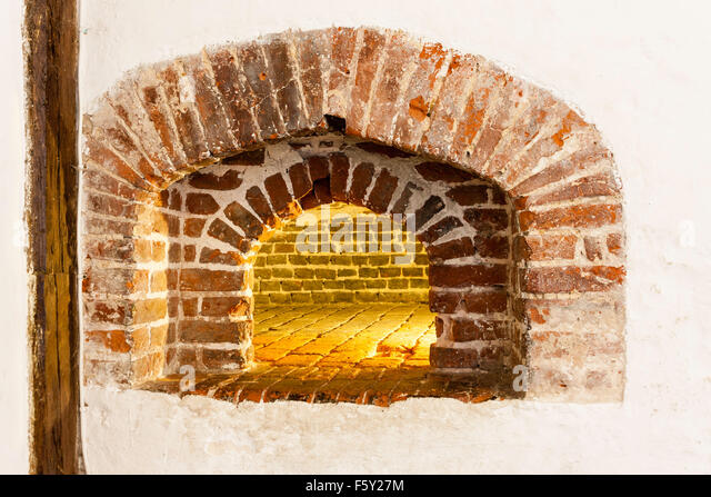 medieval oven stockfotos medieval oven bilder alamy. Black Bedroom Furniture Sets. Home Design Ideas