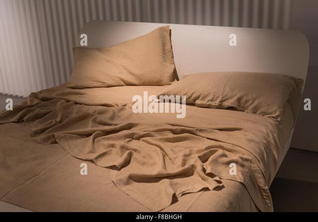 crumpled bed sheets stockfotos & crumpled bed sheets bilder - alamy, Wohnideen design