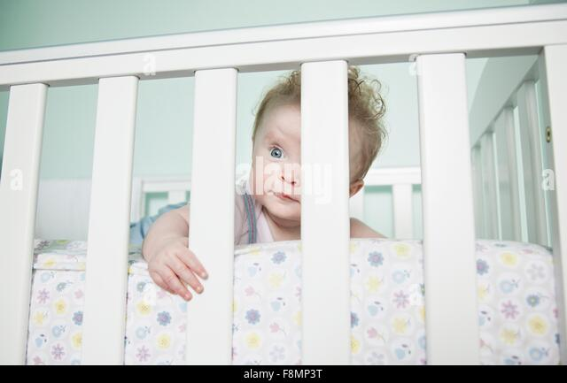 looking through bars stockfotos looking through bars bilder alamy. Black Bedroom Furniture Sets. Home Design Ideas
