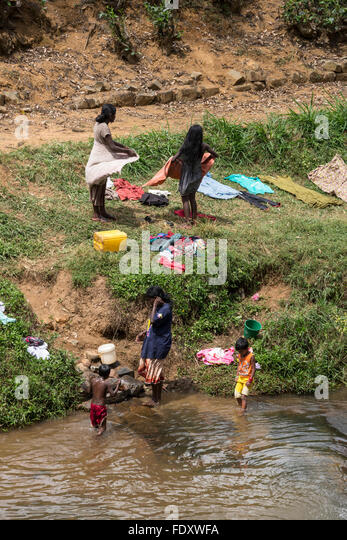 girl washing clothes in river stockfotos girl washing clothes in river bilder alamy. Black Bedroom Furniture Sets. Home Design Ideas