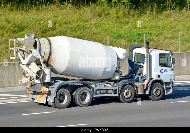 cement mixer truck side stockfotos cement mixer truck. Black Bedroom Furniture Sets. Home Design Ideas