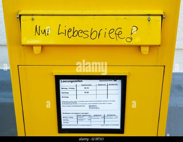 yellow deutsche post stockfotos yellow deutsche post bilder seite 2 alamy. Black Bedroom Furniture Sets. Home Design Ideas