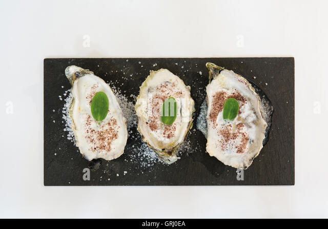 oysters raw stockfotos oysters raw bilder seite 3 alamy. Black Bedroom Furniture Sets. Home Design Ideas