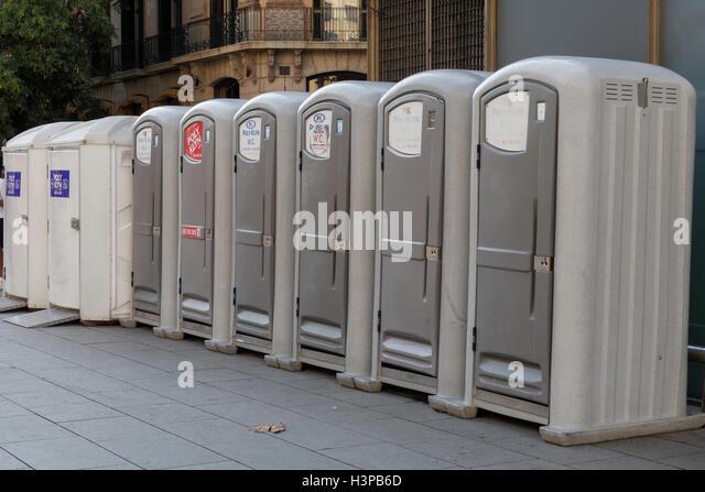Outdoor Public Toilet Stockfotos Und Outdoor Public Toilet ... Offentliche Toilette Park Landschaft