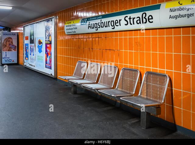 orange u bahn stockfotos orange u bahn bilder alamy. Black Bedroom Furniture Sets. Home Design Ideas